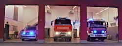 Autos im Feuerwehrhaus_2.jpg