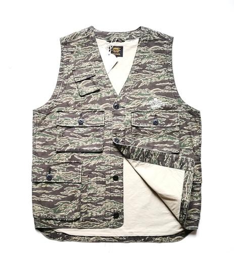 b1bfc01a8e29e Carhartt WIP Utility Vest, Camo Tiger/Laurel