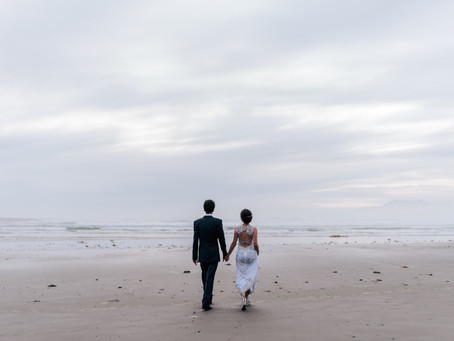 Adorable elopement in Tofino, BC