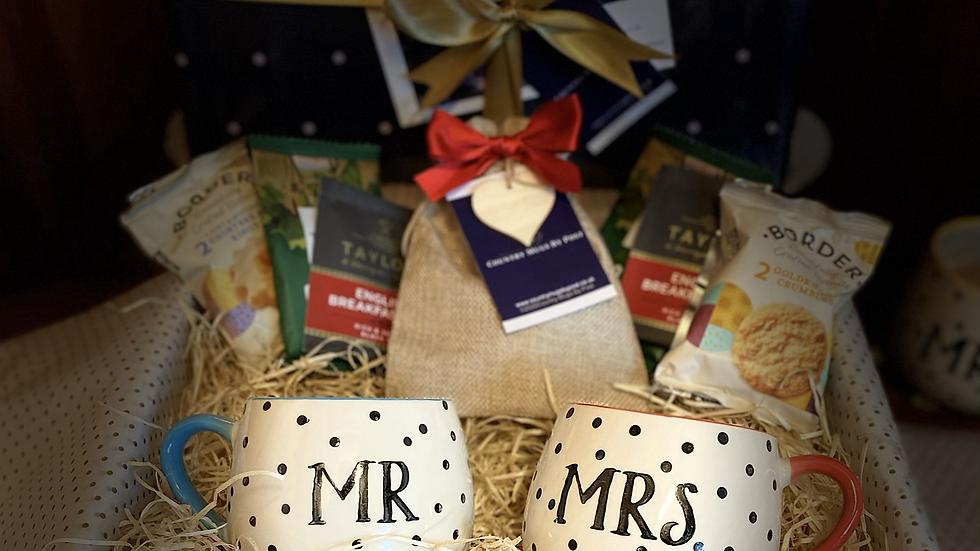 'Mr & Mrs' Mug Gift Hamper