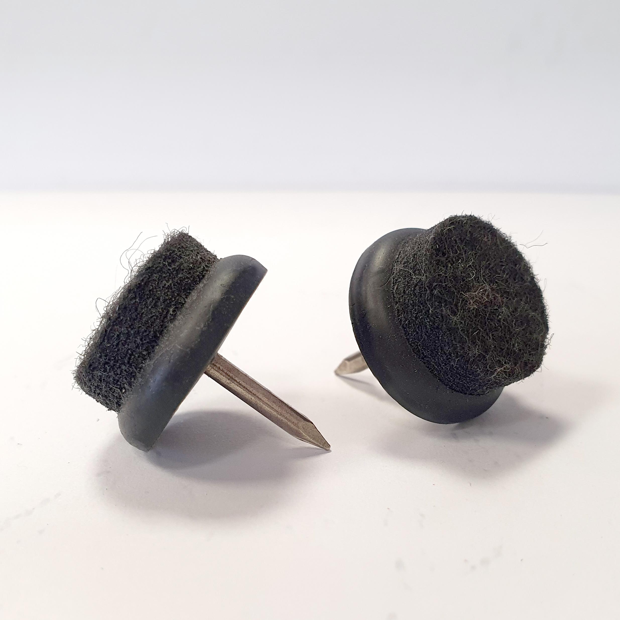Piedini in plastica nera feltro