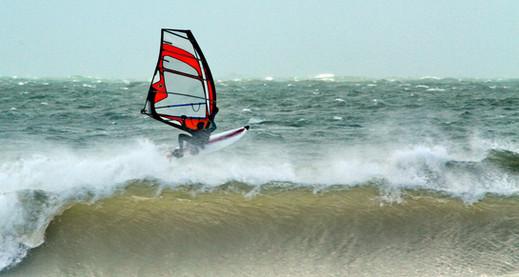 Como calcular la altura de las olas para navegar en windsurf?