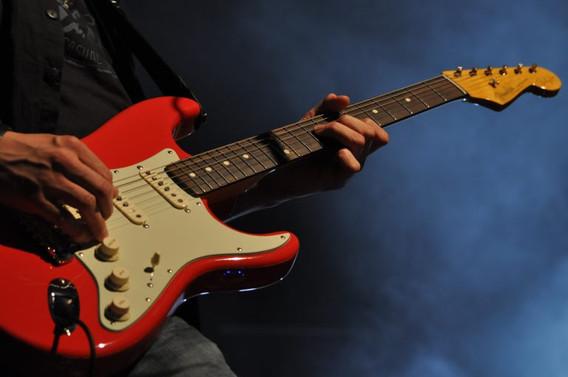 01_2012_Loehne_Gitarre02-768x510.jpg