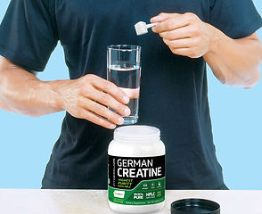 Creatine_hand_scoop.jpg