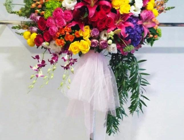 Festive Standing Flowers | 1,550,000 IDR