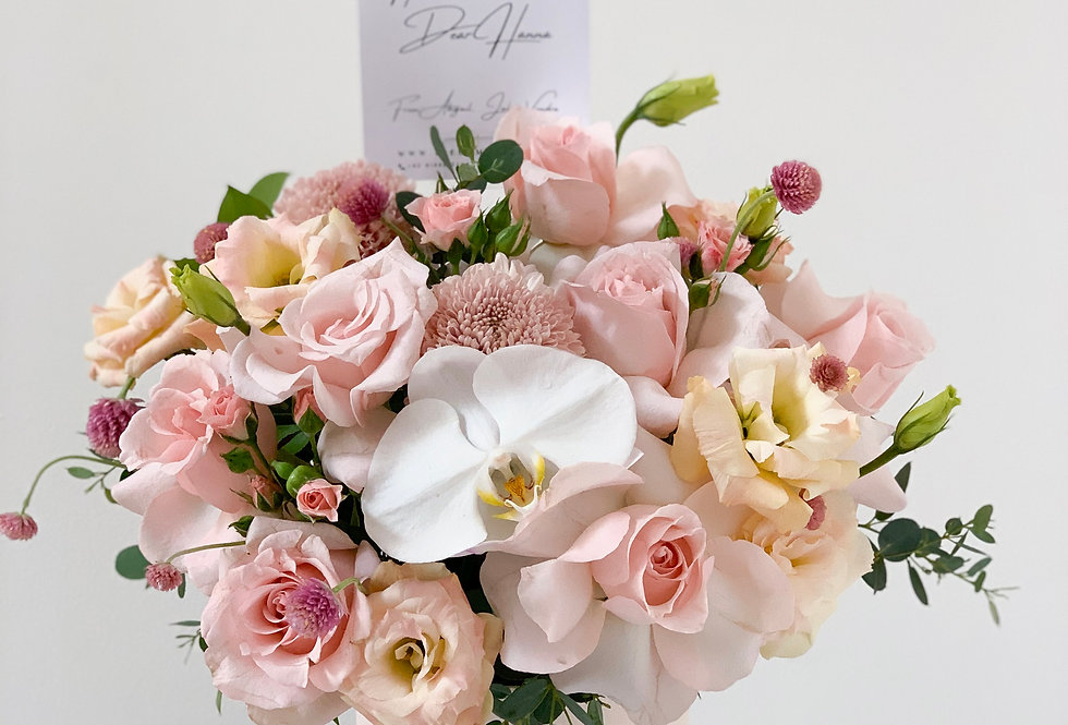 Pink Champagne Bloom Box   60 AUD