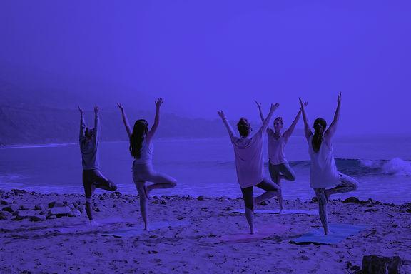 yoga-kaylee-garrett-GaprWyIw66o-unsplash