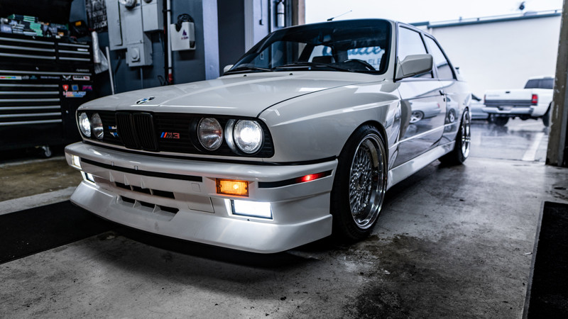 BMW E30 M3 with Morimoto 2stroke LEDs and switchback turn signals installed with MDRN Pro LED package retrofits