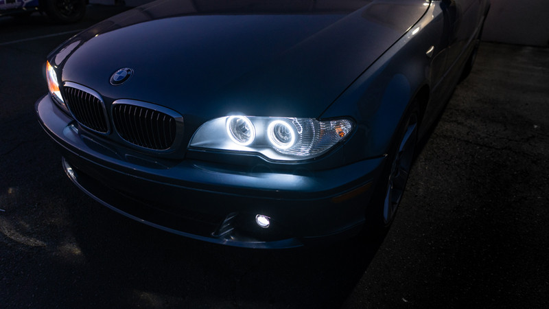 2004 BMW E46 headlights with halos turned on for drl at mdrn retrofits