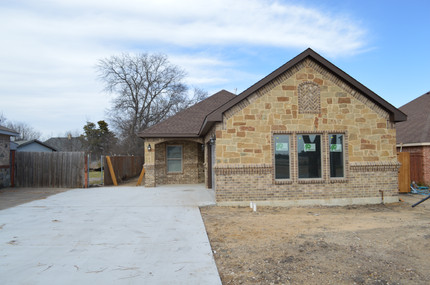 New Construction: 3 bed 2 bath 2 car garage