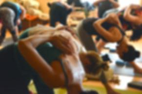 Photo de personne effectuant un cours de bodyART pour illustrer les activités sportives proposées par le Gym Club Genay.