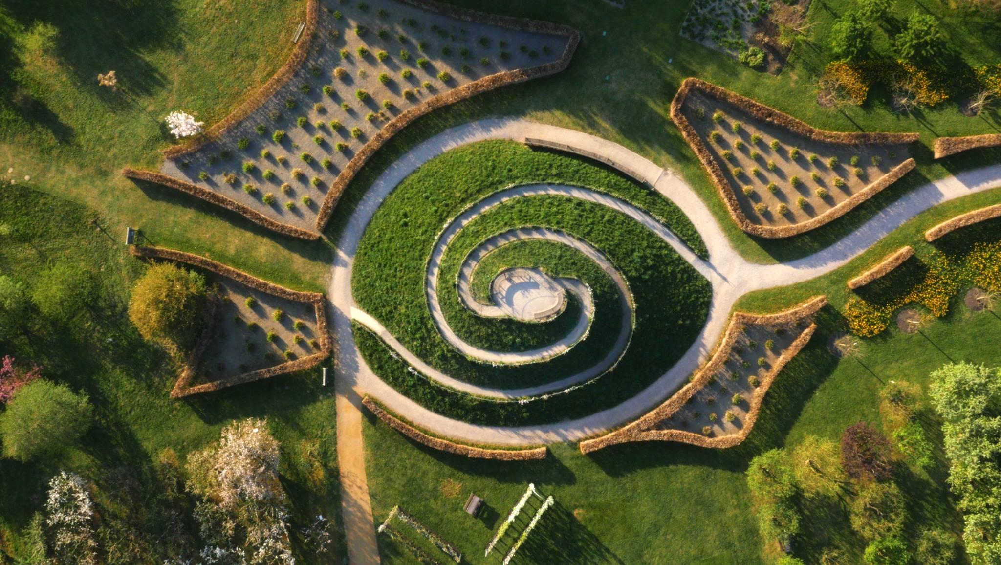 Záhrady - pohľad z hora