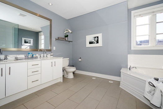 Nice white and gray ensuite 1.jpg