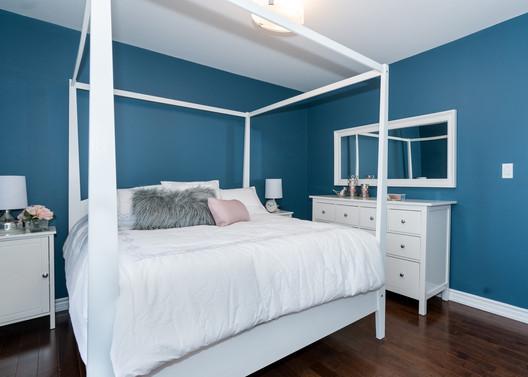 Blue & white Relaxing Room.jpg