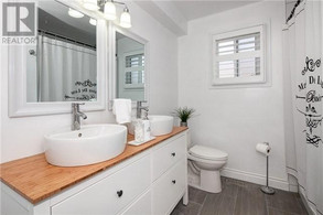 Second bathroom Le Bain.jpg