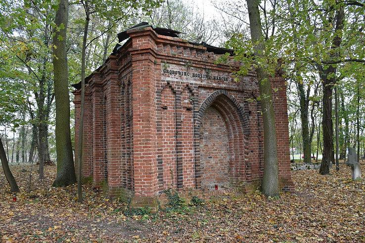 Neogotycki grobowiec architektoniczny rodziny Karczewskich
