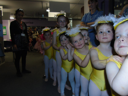 Ugly Ducklings Backstage
