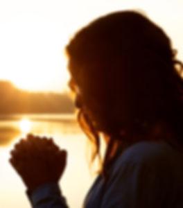 Femme prière - catéchuménat