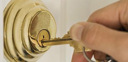 563-5-how-choose-deadbolt-lock-door-1.jp