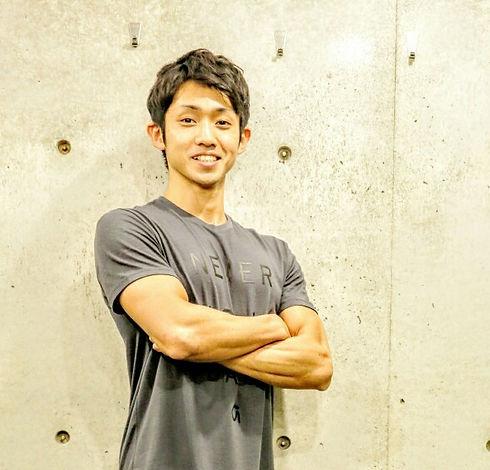 渋谷と九州(福岡・鹿児島)で活動するパーソナルトレーナー。ピラティス、シルクサスペンション、ウェイトトレーニングを軸に、クライアント1人1人の目標に合わせたトレーニングプログラムの提供を行なっている。
