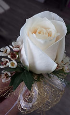 corsage rose blanche_edited.jpg