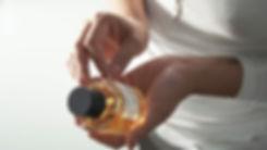frau-tonis-parfum-berlin-manufaktur (1).