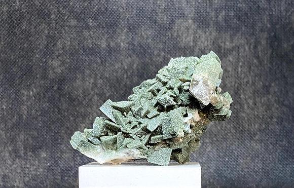 Adulaire et chlorite, Valais, Suisse  (7,3 x 4 x 3cm)