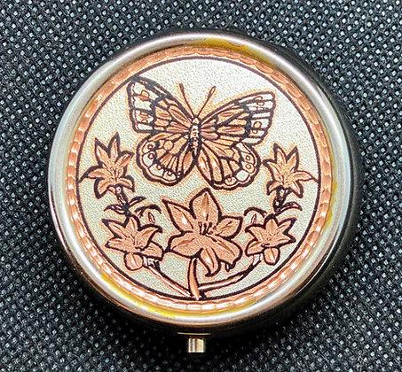 """Boîtier """"pilules""""  Papillon (gravé sur le métal)"""