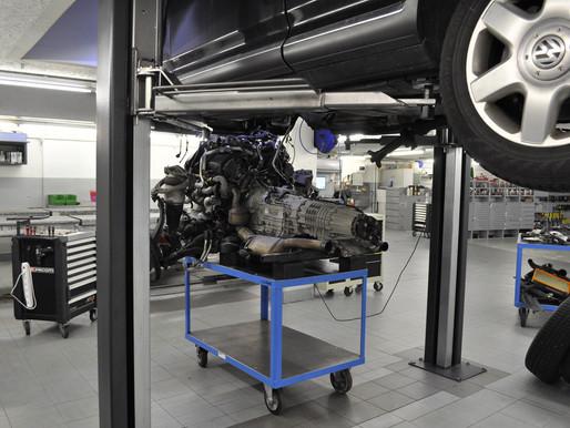 VW Touareg V10 Diesel Vakuumpumpe erneuern. Ölverlust am Motor instandsetzen, VW Touareg, Ölverlust