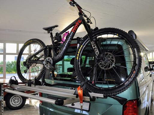 VW T6 T6.1 Fahrradträger für die Heckklappe für zwei Fahrräder CHF 490.- in Zürich kaufen.