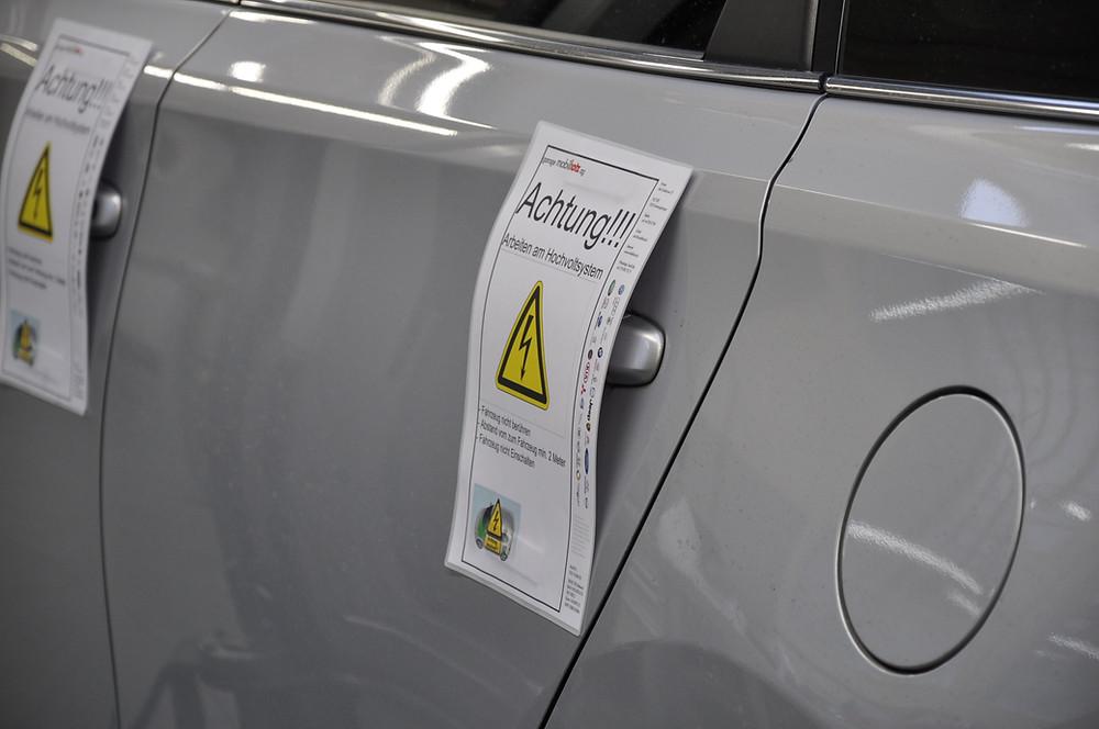 Service & Reparaturen an Elektrofahrzeugen mit Hochvoltanlagen