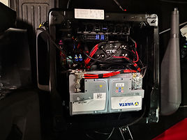 2. Batterie unter dem Fahrersitz mit digitaler Laderegelung