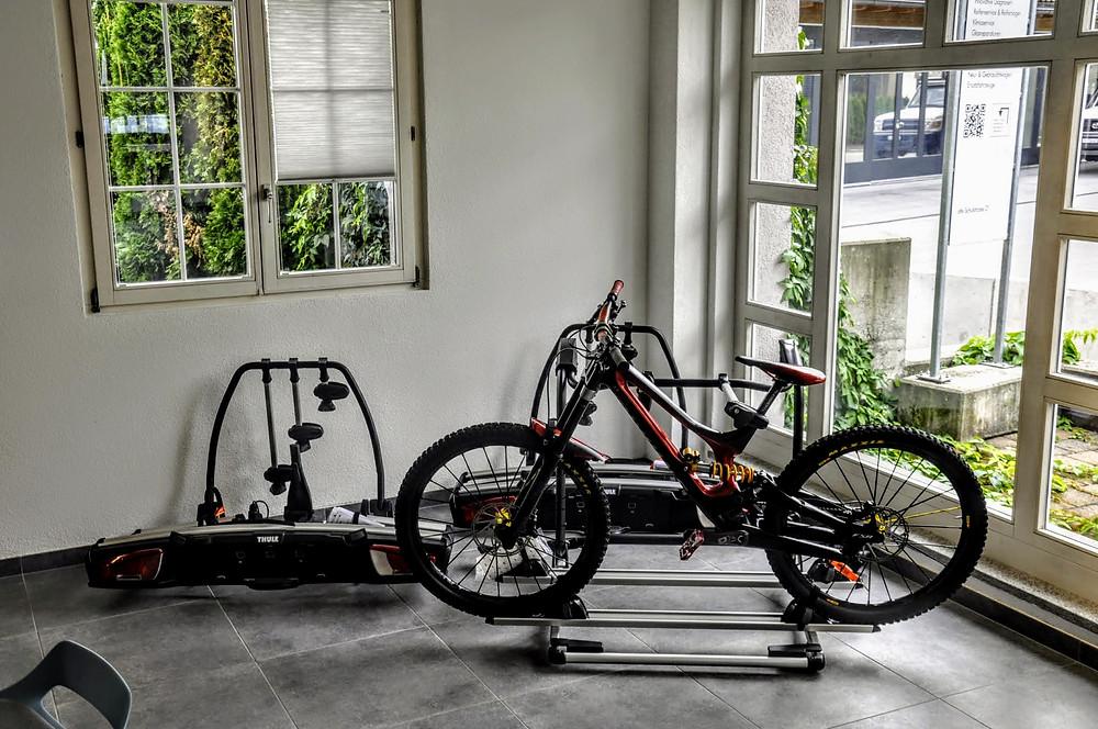 VW T6.1 California Fahrradträger für die Zugvorrichtung montieren in Zürich