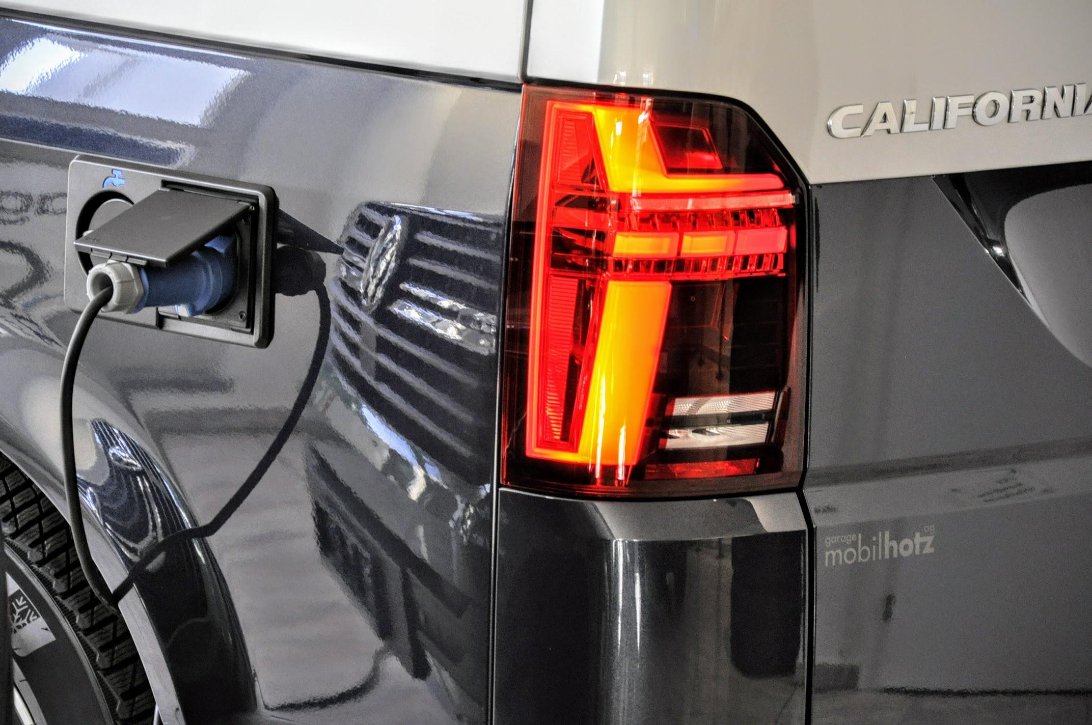 VW T6.1 California beim laden