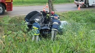 Mulher e criança morrem em gravíssimo acidente na PR-471