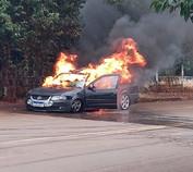 Saveiro é destruída pelo fogo em Marmeleiro