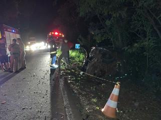 Mulher morre e duas pessoas ficam feridas em grave acidente na PR-471