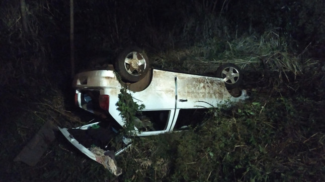 Adolescente fica ferida em capotamento de carro na BR-163
