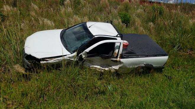 Carros se envolvem em colisão na PR-180 em Marmeleiro