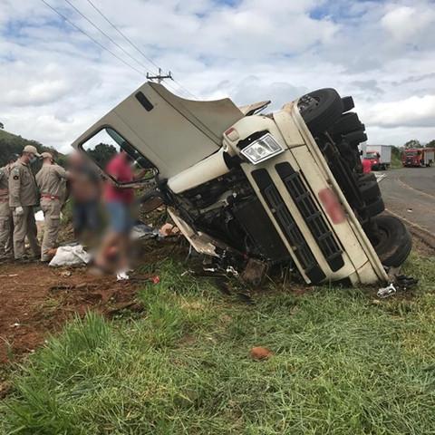 Grave acidente envolve caminhão na PR-562