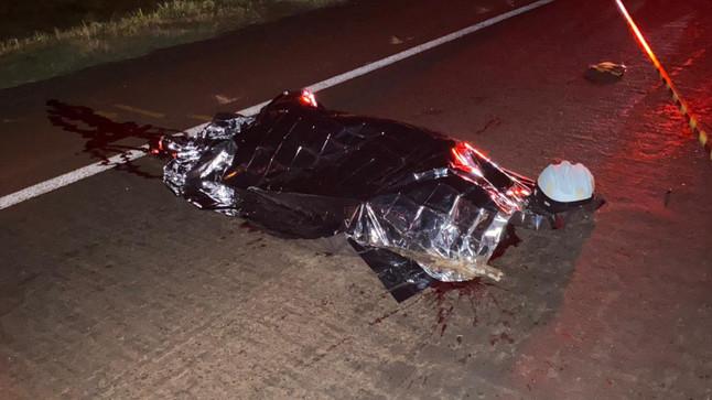 Motociclista morre após colisão com carreta na PR 182 em Ampére
