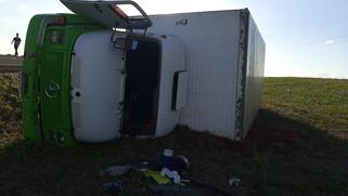 Homem fica ferido em acidente entre carro e caminhão na PR 281 em Planalto