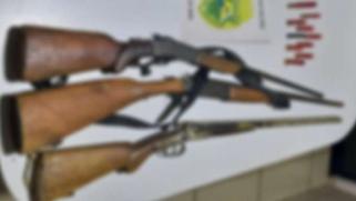 Polícia Militar prende dois homens por porte ilegal de armas de fogo