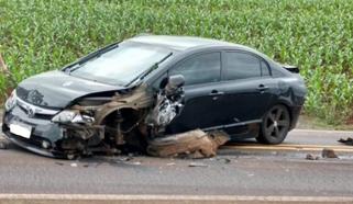 Rapaz sofre ferimentos em acidente entre ônibus e dois carros na PR-493