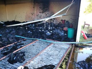 Incêndio atinge fábricas de jeans e barracão de reciclável; prejuízo é de R$ 1 mi