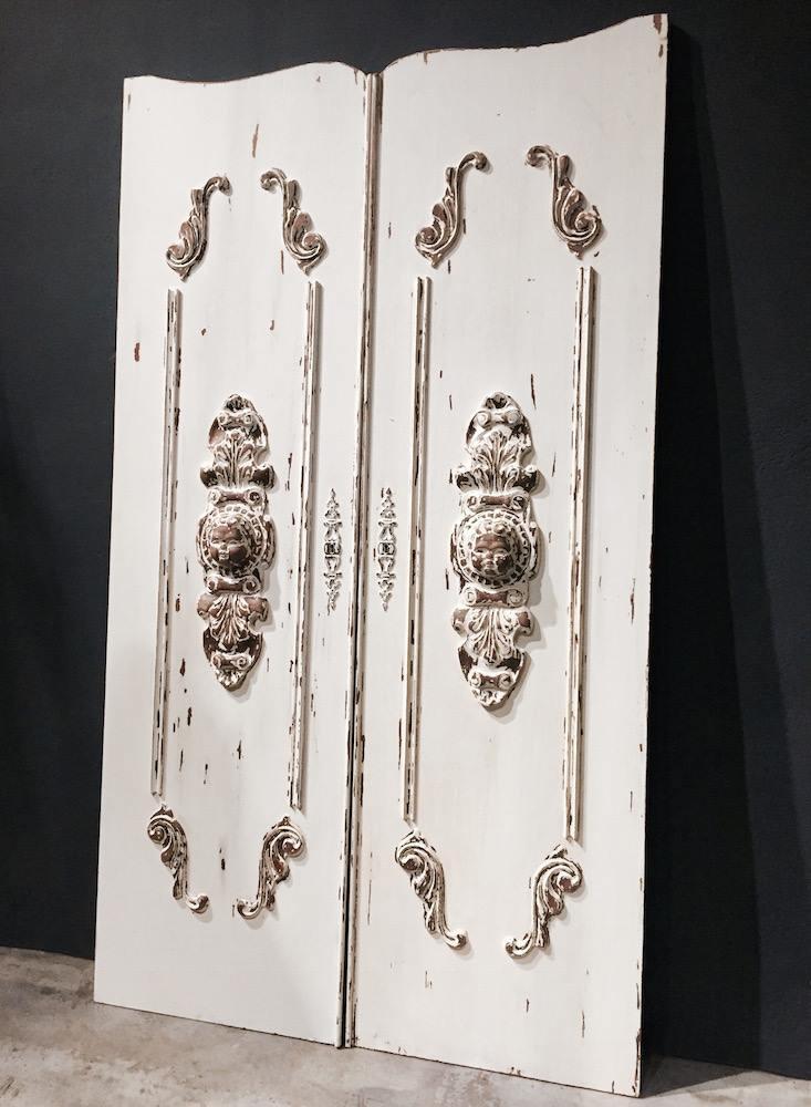 法國手雕娃娃門片