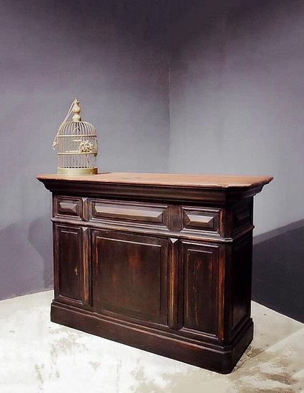 歐洲古董櫃檯