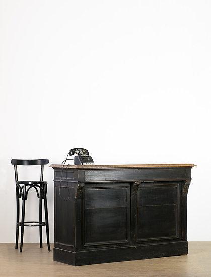 歐洲黑色古董櫃檯