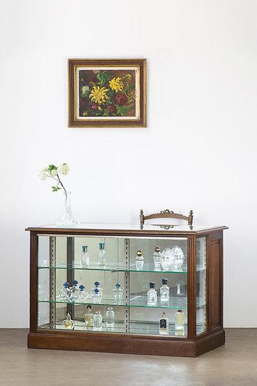 法國古董珠寶櫃檯