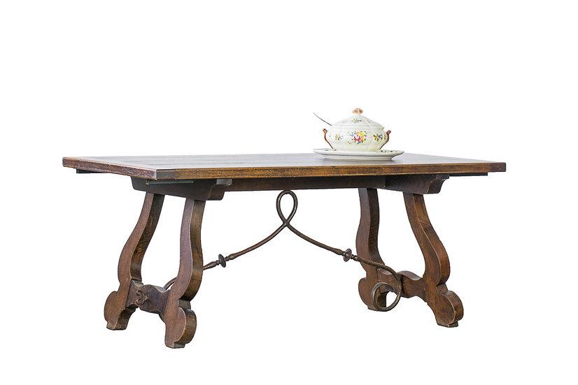 西班牙古董餐桌